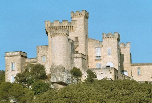 XI th century château